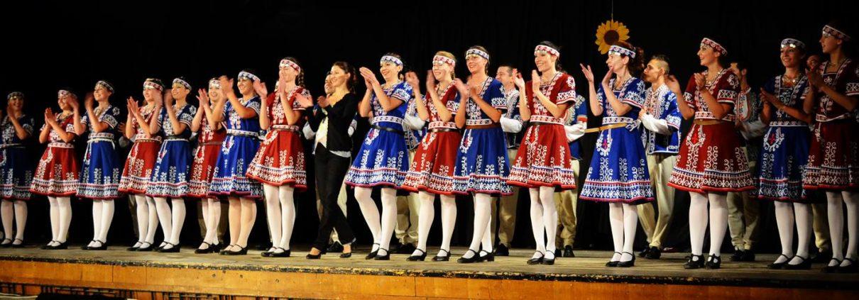 Лорета Димитрова, хореограф, преподавател по български танци, главен художествен ръководител на Лира Груп Денс Къмпани